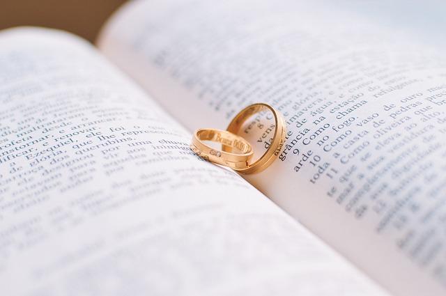 zlaté snubní prsteny, kniha