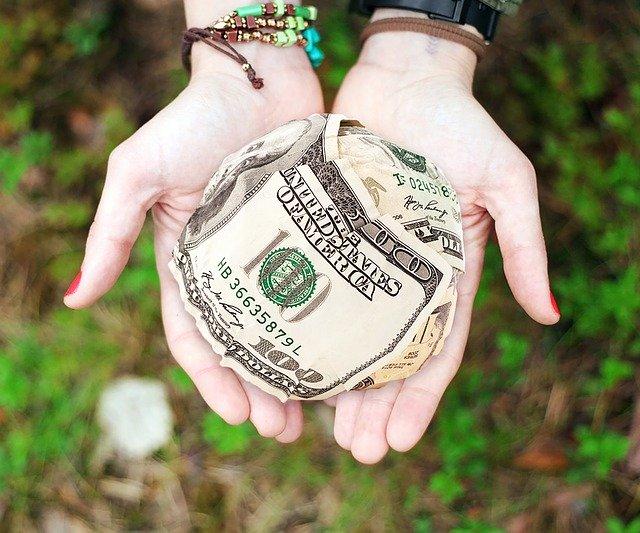 koule z dolarů
